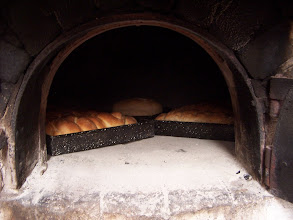 Photo: Pan en el horno de barro