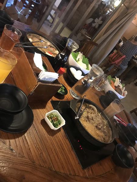 肉品還可以 基本蔬菜盤高麗菜稍為多了點 鍋子較淺  桌子小了點