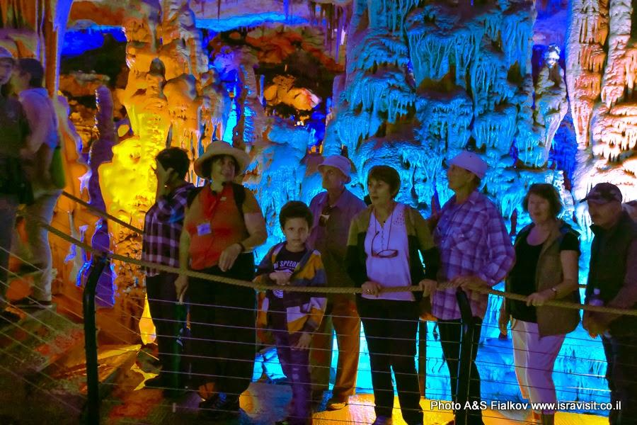 Гид в Израиле Светлана Фиалкова на экскурсии в сталактитовой пещере Сорек.