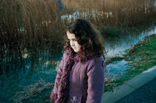 Lise dua-clara près du lac