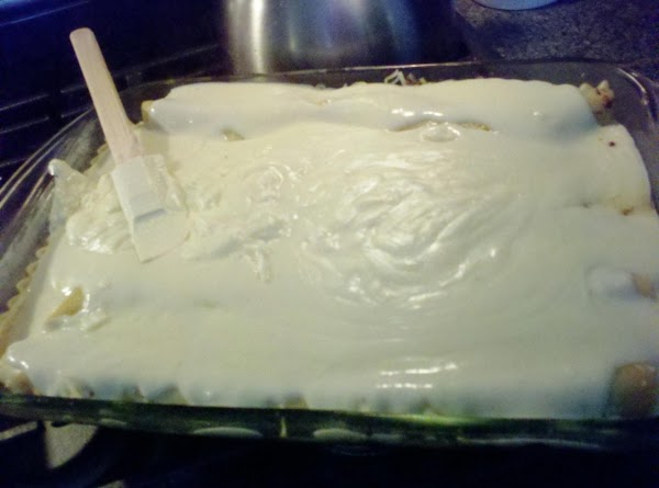 In a saucepan prepare you bechamel sauce.  Melt your butter, add your flour,...