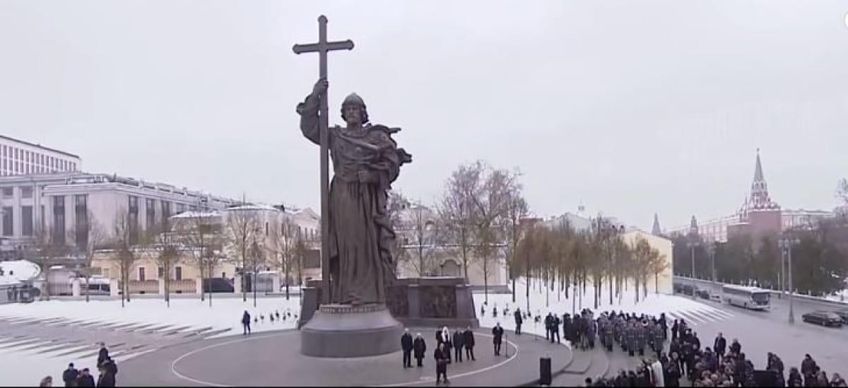 Памятник князю Владимиру в Москве