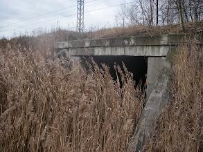 """Photo: tędy można by się było dostać na """"Morawę"""" zamiast przez tory"""