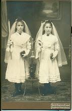 Photo: Siostry H. Mullera: Maria i Emila - Pierwsza Komunia.