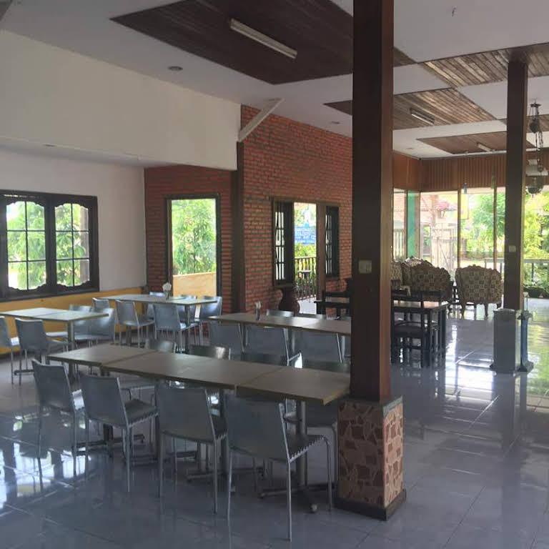 Izzi Restaurant Penginapan Paciran Restaurant
