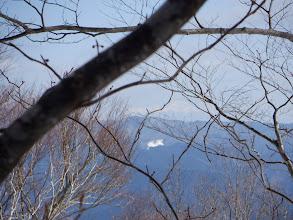 僅かに御嶽山が見える