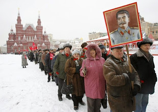 Photo: Russian communists stand in line in Red square to attend a wreath laying ceremony at the tomb of Soviet dictator Josef Stalin marking the 130th anniversary of his birthday at the Kremlin wall in Moscow, December 21, 2009.  REUTERS/Sergei Karpukhin  (RUSSIA - Tags: POLITICS ANNIVERSARY IMAGES OF THE DAY)