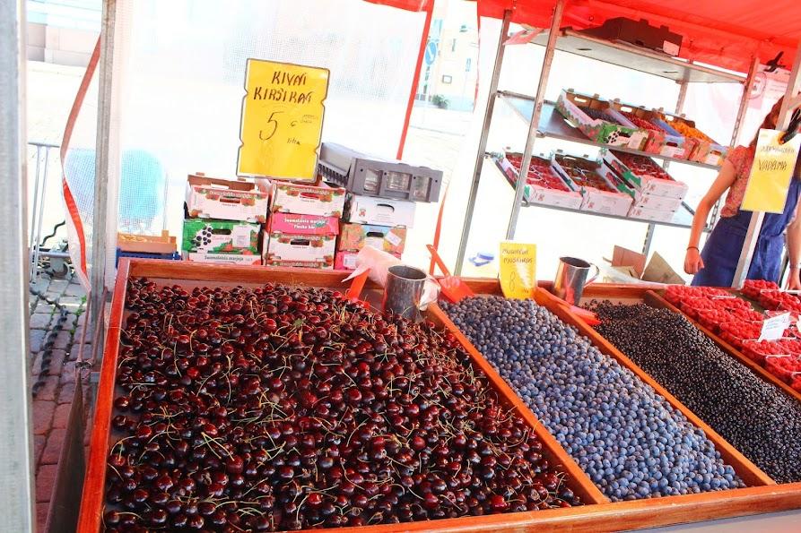 kauppatori market helsinki berries