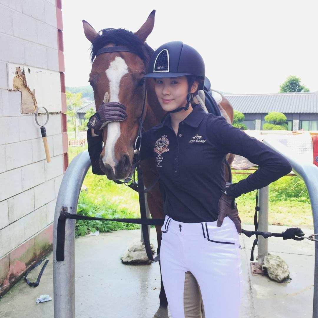 5 Female Idols Who Lost Weight Horseback Riding