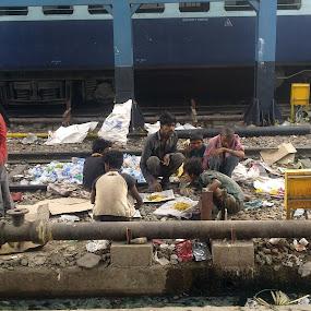 breakfast at New delhi railway station by Ravi Shankar - Babies & Children Children Candids