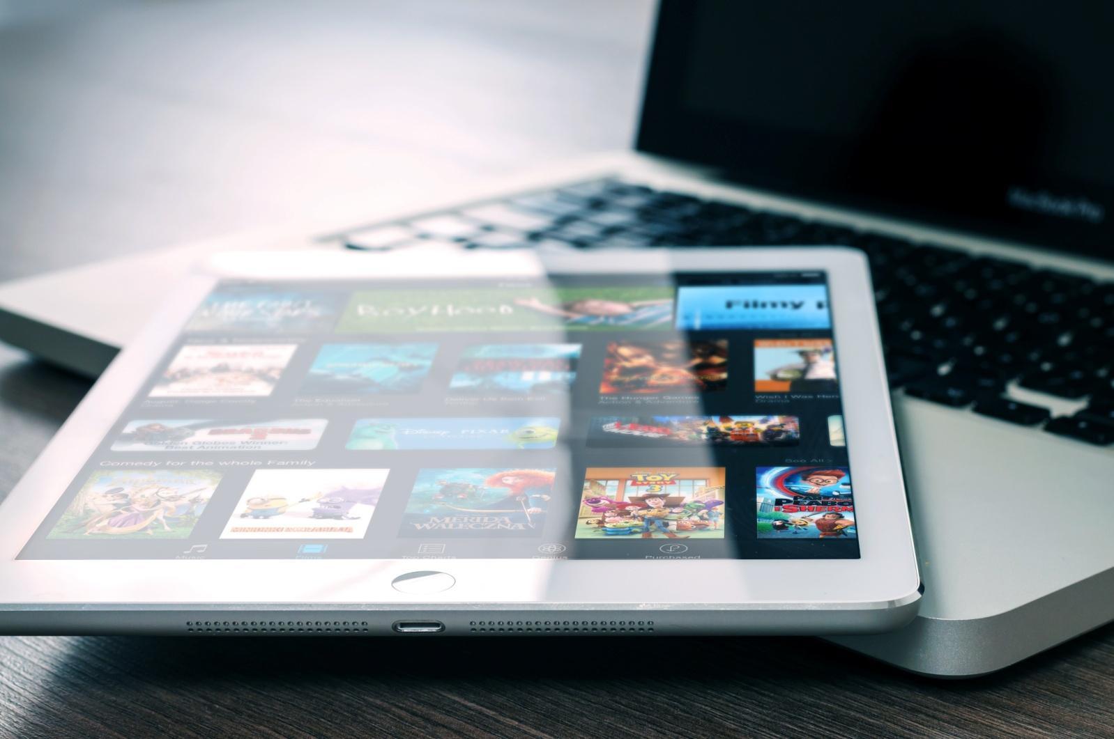 app-entertainment-ipad-mockup-265685.jpg