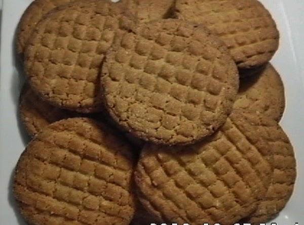 http://www.justapinch.com/recipe/lynnsocko/lynns-chewy-crunchy-peanut-butter-cookies/cookies?k=%27lynn%27s+peanut+butter+cookies%27&p=1&o=r