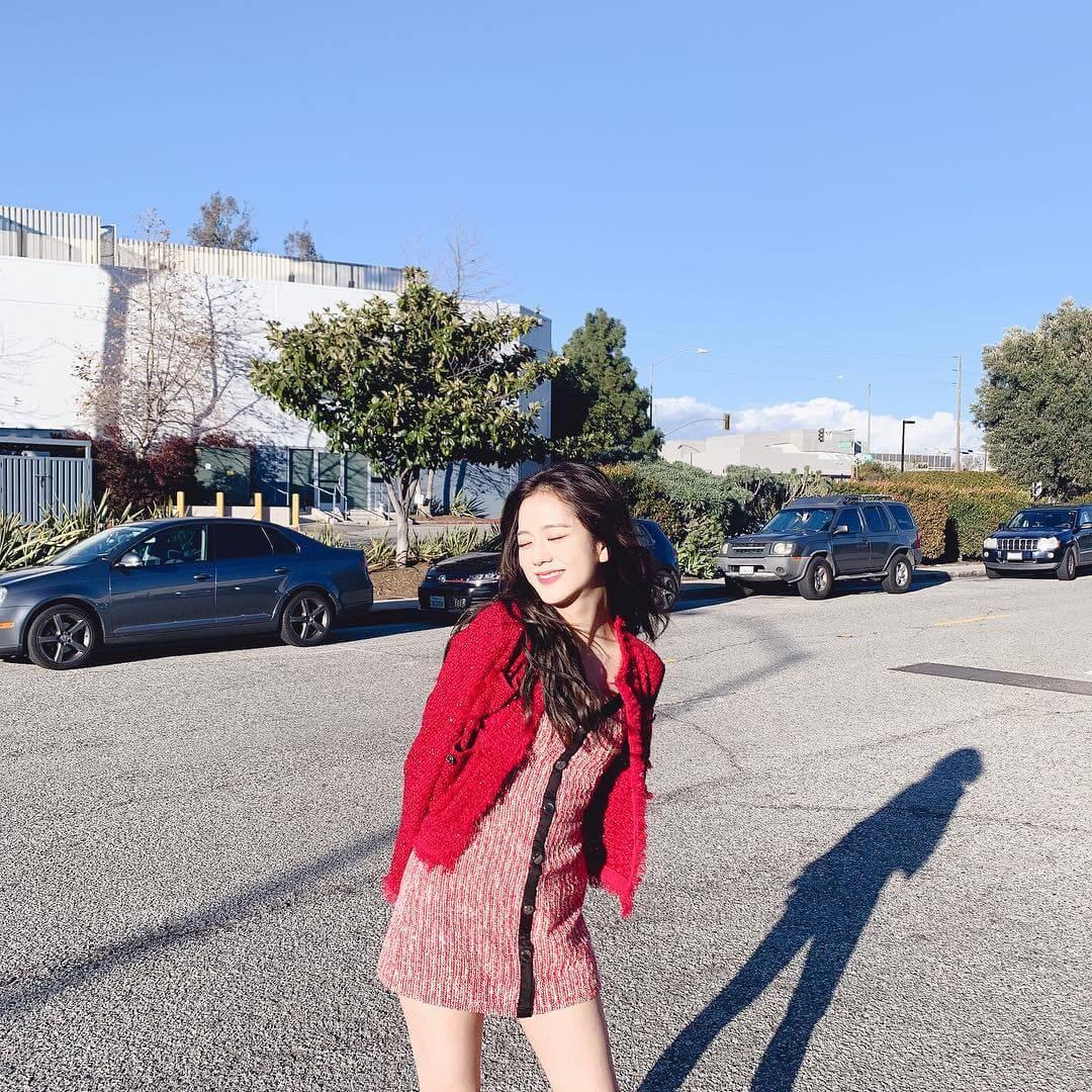 Jisoo-hot-hto-red-dress