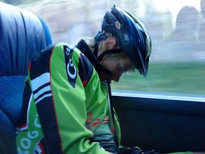 Photo: Selv så er Tommy MEGET avslappet på vei til Strømstad