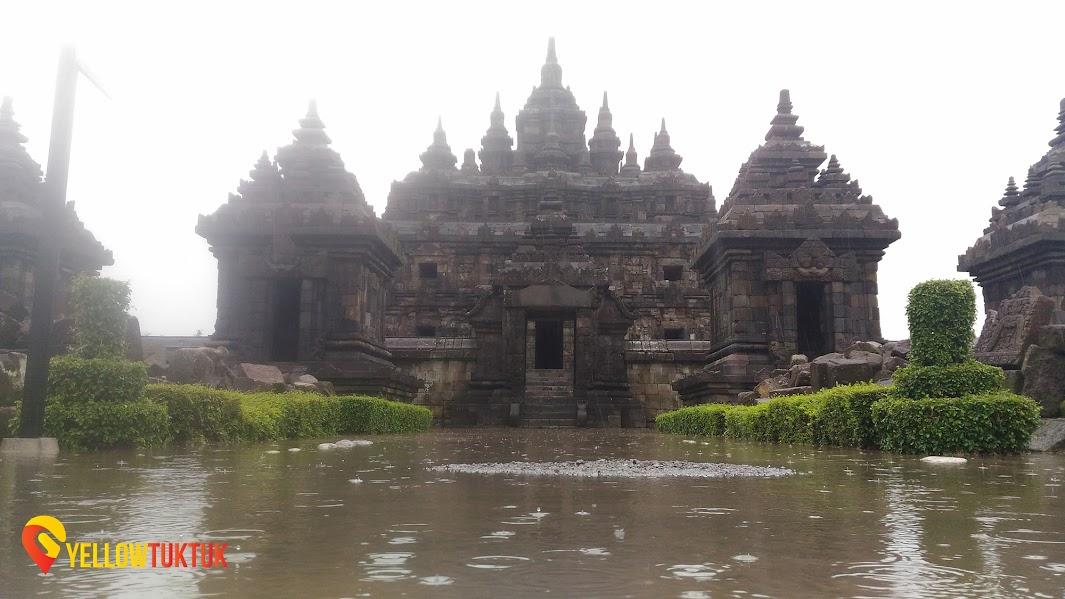 plaosan temple in the rain