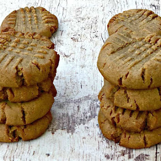 Keto Low-Carb 4 Ingredient Peanut Butter Cookie Recipe