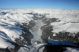Photo: DAVOS-KLOSTERS/SWITZERLAND, 25JAN09 - Aerial photo of Davos, the biggest tourism metropolis of the Swiss alps, captured shortly before the opening of the Annual Meeting 2009 of the World Economic Forum in Davos, Switzerland, January 25, 2009.  Copyright by World Economic Forumswiss-image.ch/Photo by Andy Mettler