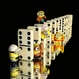 Minion Trouble by Shawn Thomas - Artistic Objects Toys (  )