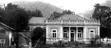 Photo: Antigo prédio aonde funcionava a Biblioteca Municipal. Localizava-se aonde hoje está o prédio do Centro de Cultura, na Praça Visconde de Mauá. Foto da década de 30