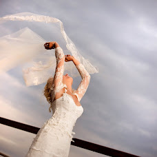 Wedding photographer Sergey Futerman (fotofunt). Photo of 16.05.2013