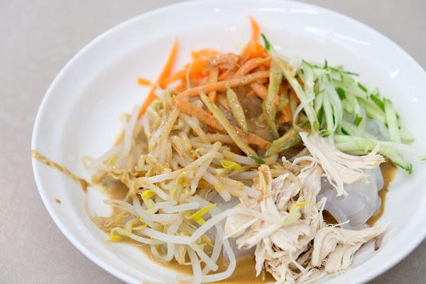 【板橋】:正宗新疆麵食館 ♥ 比涼麵更好吃!雞絲麻醬拉皮,Q彈冰涼滿滿芝麻香,夏日必吃好物