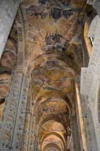 Photo: Affreschi delle volte della navata laterale
