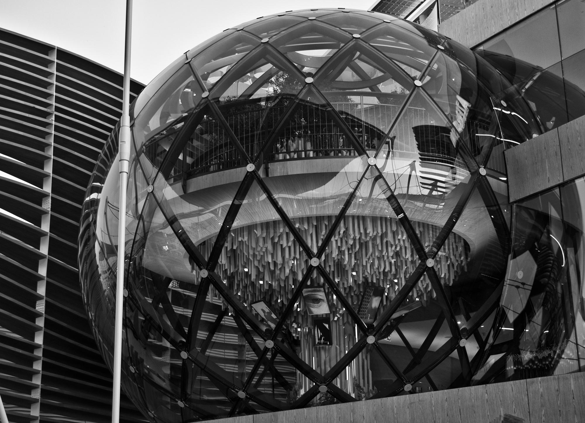 Il mondo in una sfera di Alessandro Marani