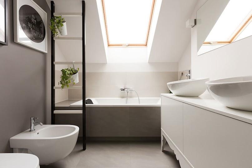 Gdzie umieścić umywalkę i WC w łazience na poddaszu?