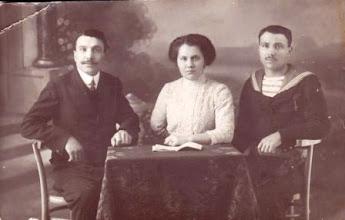 Photo: Fél Kálmán, Mariska, Gusztáv-Pázmányné Fél Katica testvérei 1925?