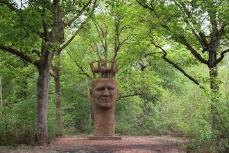 Photo: Qui est-ce ? Quel est le sculpteur? Quelle est l'intention ?
