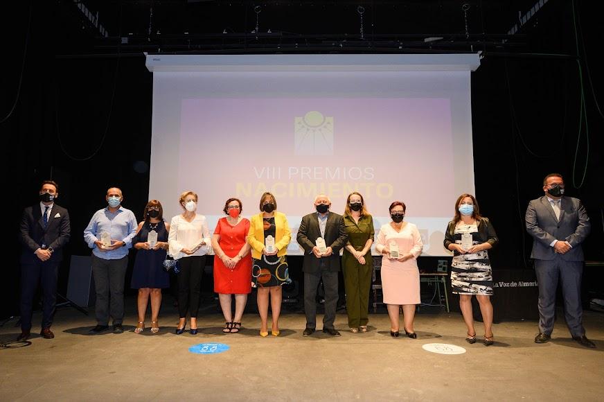Directivos y equipo de LA VOZ junto a los galardonados de la gala celebrada en Gérgal.