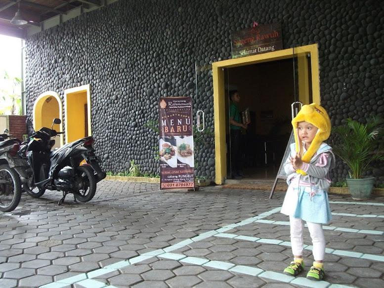 Warung Apung Rahmawati: Surabaya Rungkut Branch