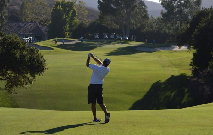Man golfing at North Ranch Country Club in Thousand Oaks, CA.