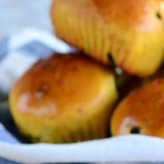 Safflower Buns with Prunes