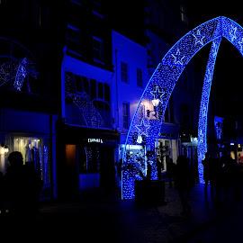 Arches of South Molton Street by DJ Cockburn - Public Holidays Christmas ( bond street, festive, building, uk, south molton street, peoplelondon, arch, decoration, street, christmas, road, architecture, people, lights, england, winter, london, blue, night, shopping, illumination, retail )