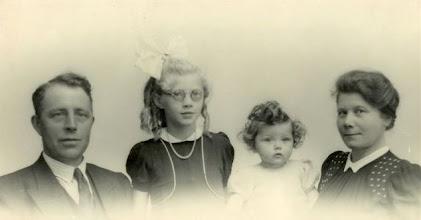 Photo: Dries, Truida, Nellie en Pleuntje Romeijn