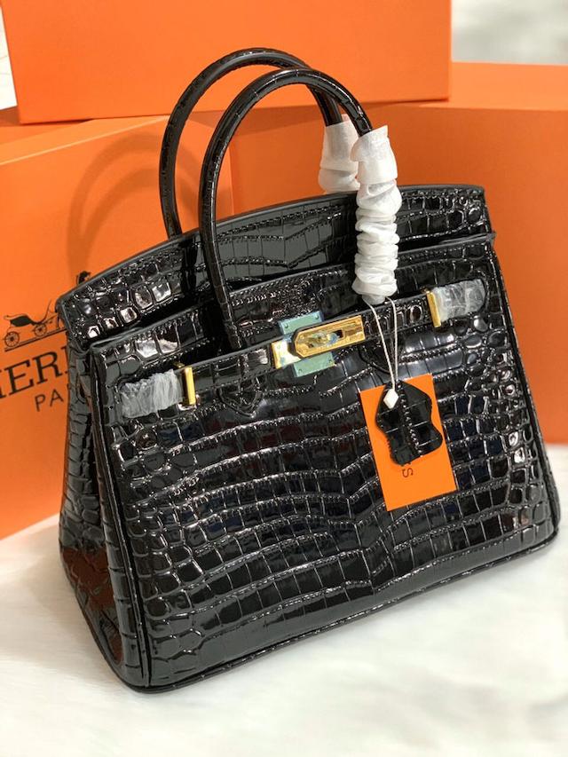 Mã code trên túi Hermes thể hiện thời gian sản xuất túi