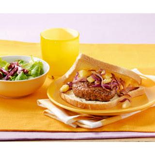 Boterhammetjes met Duitse biefstukjes, salade en bietjes