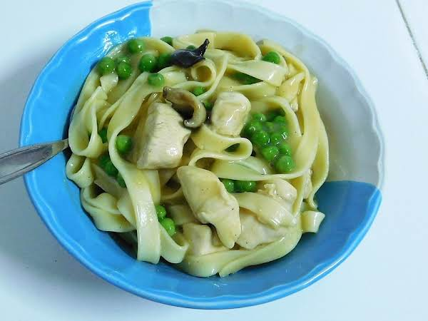 Chicken With Noodles & Gravy Recipe