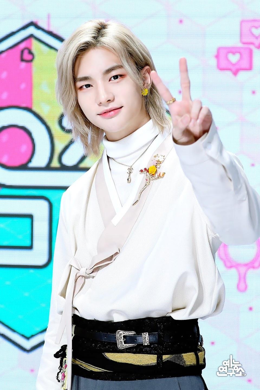 stray kids hyunjin long blond hair