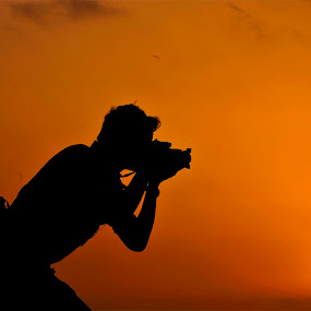 Click Sun set by Suman Rakshit - People Street & Candids