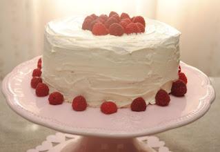Photo: Tarta de frambuesa y chocolate blanco