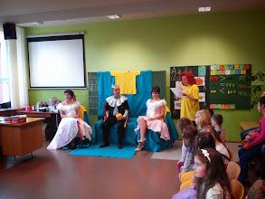 Photo: Pán kráľ, dve princezné a teta Evka.