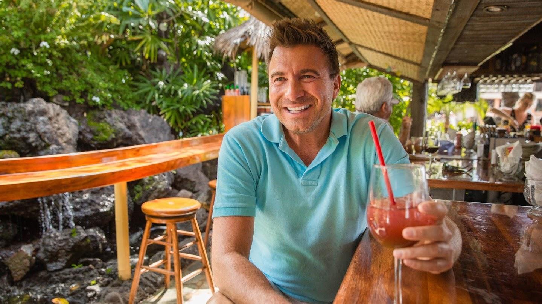 Watch Booze Traveler: Best Bars live