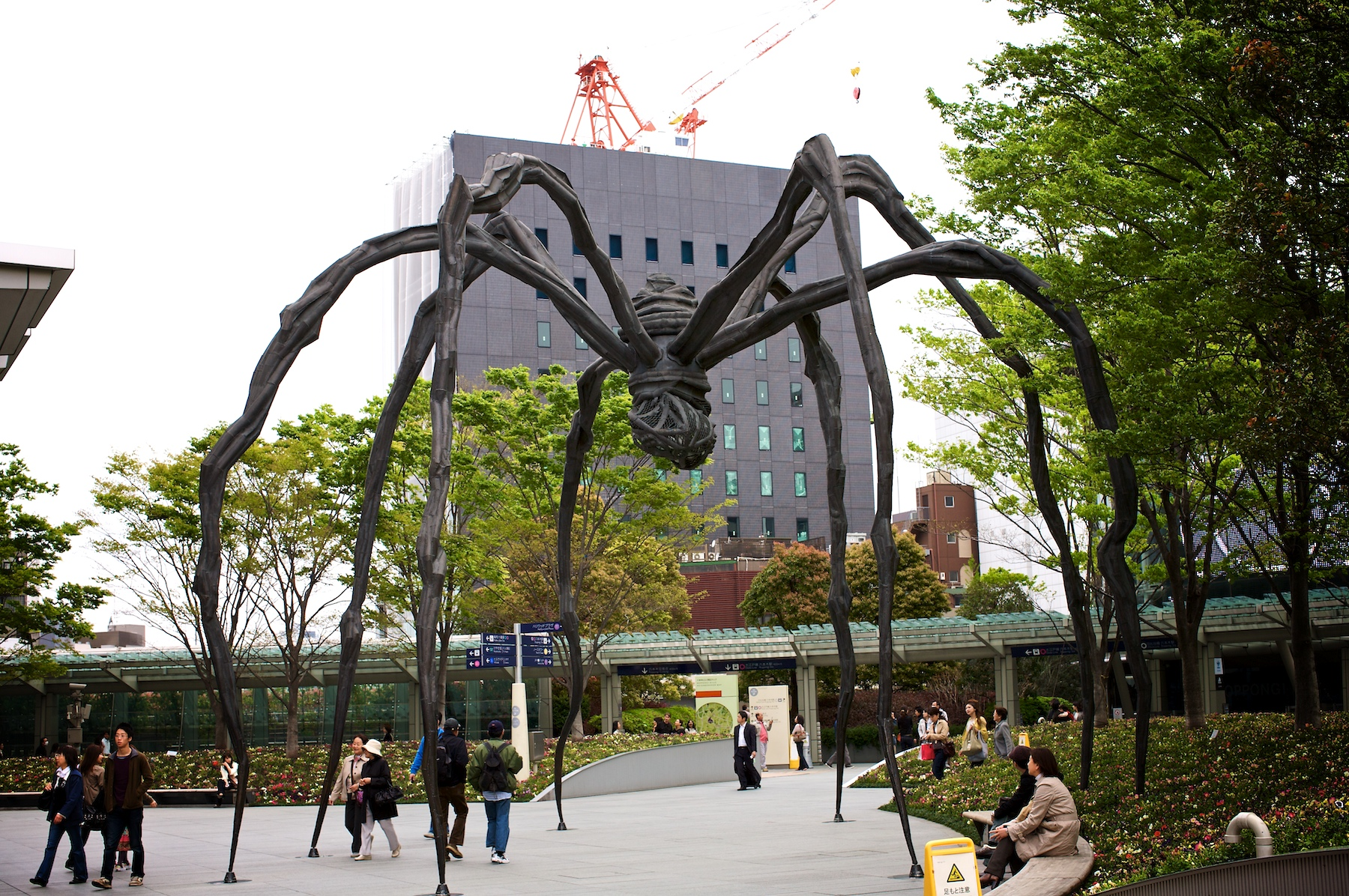 Photo: Tokyo seems to have a problem with giant creatures. First lizards, now spiders.  Actually, this is a Louise Bourgeois piece in Roppongi Hills.