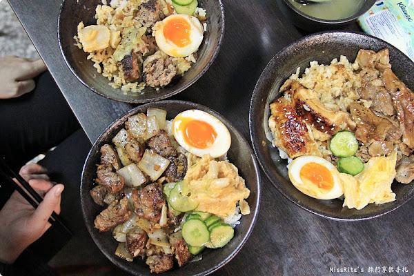 台中中區‧飯飯,台中火車站附近的日式深夜食堂,現場碳烤各種肉類超誘人!搭配獨特口味的手工泡菜味道不錯❤
