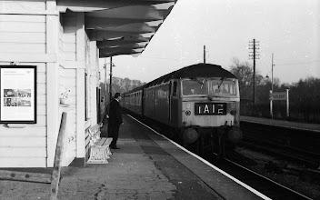 Photo: A down train arriving at Charlbury (April 1972)
