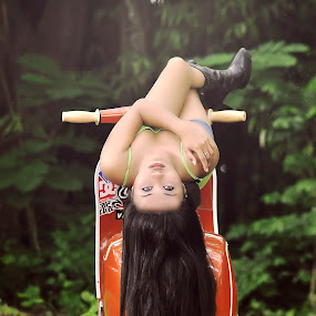 one pose by Wahyu Tri - People Portraits of Women