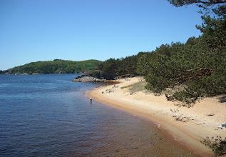 Photo: Kanelstranda. Der Sand ist besonders fein und die Farben erinnern ganz einfach an Zimt (kanel).