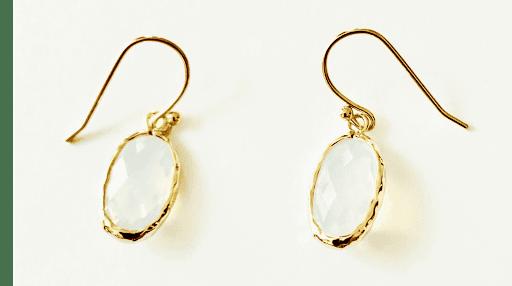 Boucles d'oreilles pierres fines crital oval blanc